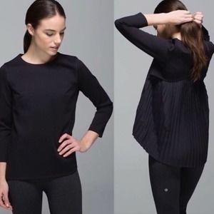 LULULEMON Pleat On Long Sleeve Black Size 6 Small